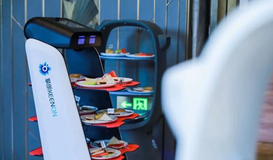 2020年餐饮收入近4万亿 送餐机器人加速行业数智化进程